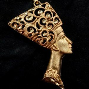 Jewelry - Queen Nefertiti Goldtone pendant